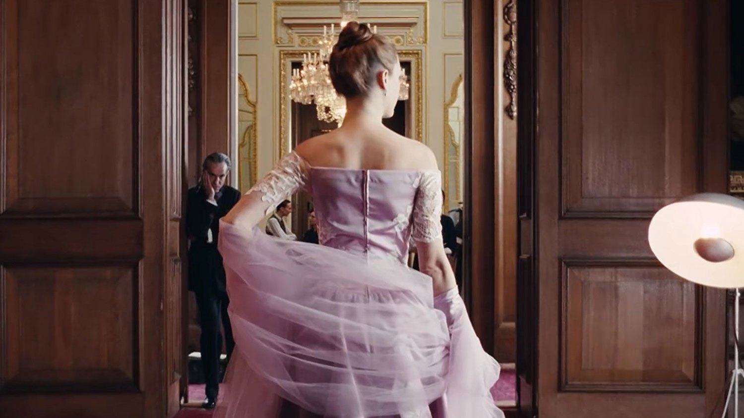 Phantom Thread Review – A Fitted Swansong For Day-Lewis? - OC Movie Reviews - Movie Reviews, Movie News, Documentary Reviews, Short Films, Short Film Reviews, Trailers, Movie Trailers, Interviews, film reviews, film news, hollywood, indie films, documentaries