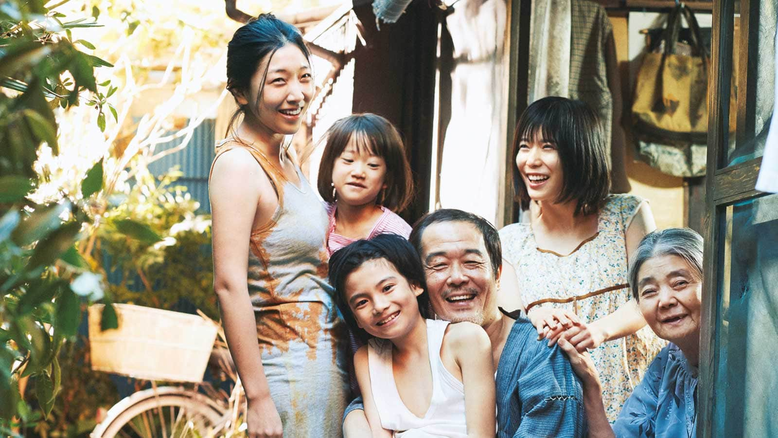 Shoplifters Review - OC Movie Reviews - Movie Reviews, Movie News, Documentary Reviews, Short Films, Short Film Reviews, Trailers, Movie Trailers, Interviews, film reviews, film news, hollywood, indie films, documentaries