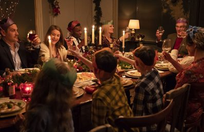 Surviving Christmas With The Relatives - Review - OC Movie Reviews - Movie Reviews, TV Reviews, Streaming Reviews, Amazon Prime, Netflix, Apple TV, Movie News, Documentary Reviews, Short Films, Short Film Reviews, Trailers, Movie Trailers, Interviews, film reviews, film news, hollywood, indie films, documentaries, TV shows